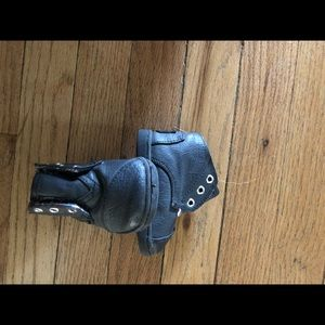 Toms vegan leather boots size T3